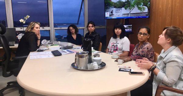 Luciana Genro acompanha reunião entre Mirabal e secretária do Planejamento