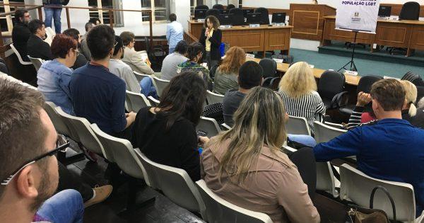 Movimentos sociais e órgãos públicos debatem violência contra LGBTs em São Leopoldo