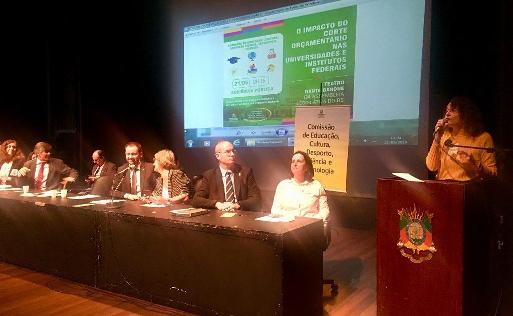 Audiência foi convocada pela Comissão de Educação, da qual a deputada Luciana Genro é titular | Foto: Juliana Almeida