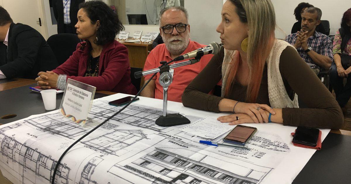 Moradores exibiram laudo que comprova a habitabilidade dos sobrados