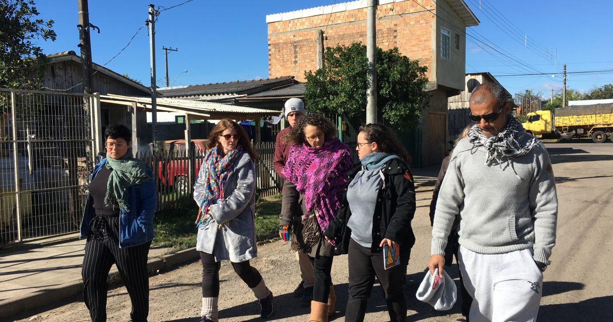 Luciana Genro visitou ocupações Jardim Conquista e Jardim Vitória acompanhada de lideranças da comunidade.