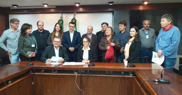 Deputados protocolam pedido de audiência pública para tratar sobre fundações extintas