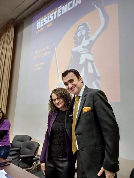 Lançamento dos livros ocorreu no auditório da Faculdade de Ciências Econômicas da UFRGS. | Foto: Samir Oliveira