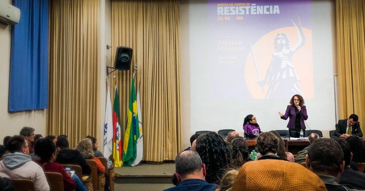 WhatsApp ImDeputada e professor da USP falaram sobre crítica ao Direito e atualidade da luta socialista. | Foto: Luciano Victorinoage 2019-09-23 at 20.30.06