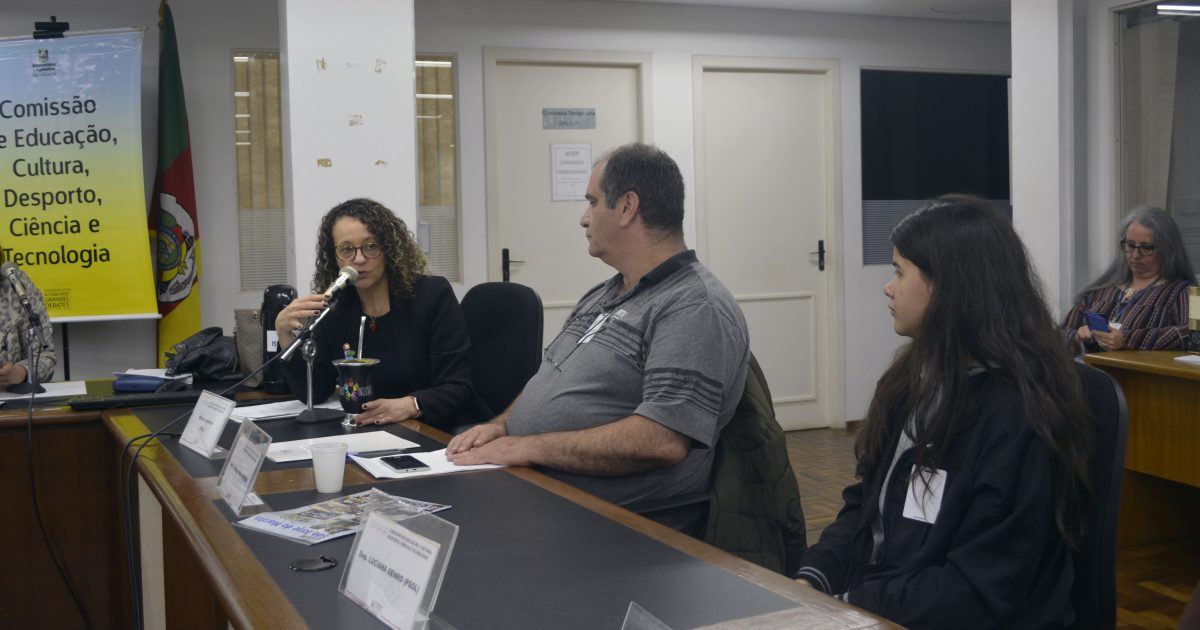Solicitação da deputada Luciana Genro (PSOL) foi feita durante reunião da Comissão de Educação nesta terça (22/10) | Foto: Luiz Morem