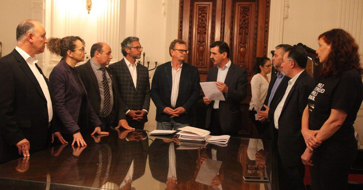 Deputados entregaram pedido ao chefe da Casa Civil. | Foto: Joaquim Moura