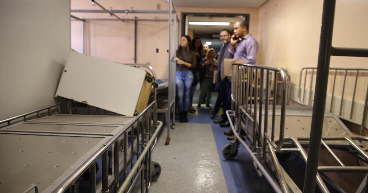Parlamentares verificaram equipamentos estragados e inutilizados. | Foto: Álvaro Andrade