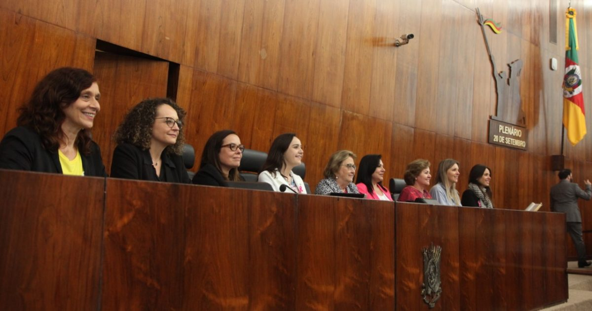 As nove deputadas estaduais da Assembleia Legislativa apresentaram as emendas à LOA de 2020 para destinar recursos à implementação de políticas para mulheres | Foto: Joaquim Moura