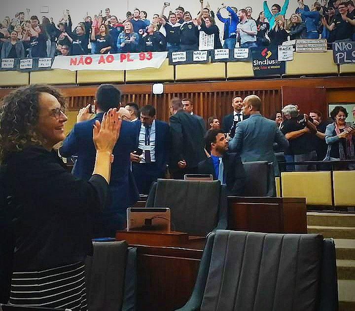 Luciana Genro votou contra o PL 93, em defesa de um plano de carreira aos servidores do Judiciário gaúcho. | Foto: Juliana Almeida