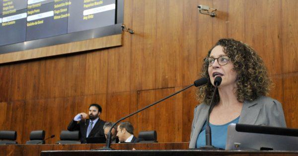 Luciana Genro, Edson Brum e Thiago Duarte propõem redução de mensalidade nas escolas e universidades privadas no RS