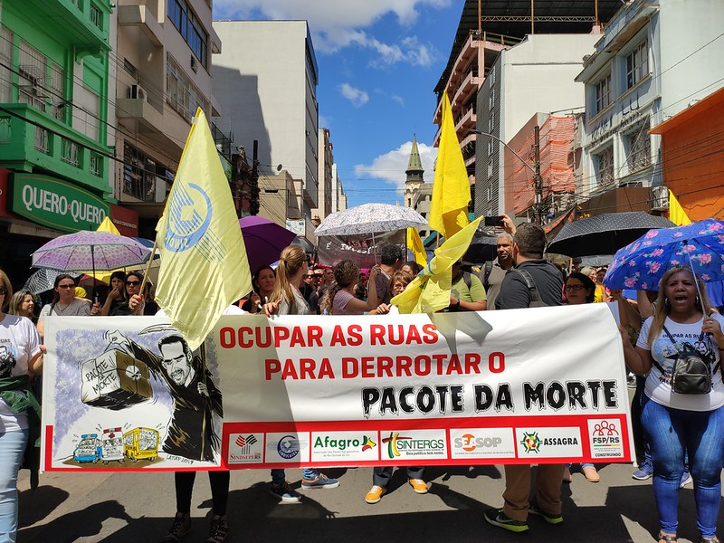 Protesto dos servidores contra o pacote do Leite