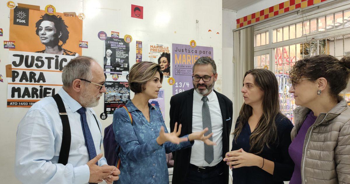 O encontro teve a presença de Manuela D'Ávila (PCdoB), Luciana Genro (PSOL), Fernanda Melchionna (PSOL), do vereador Roberto Robaina, e de Pedro Ruas, entre outros integrantes dos dois partidos | Foto: Samir Oliveira