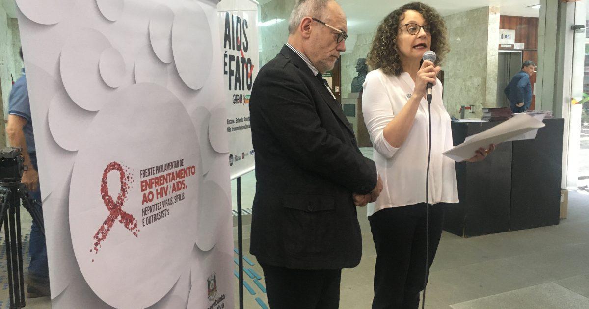 Deputada Luciana Genro e o ex-deputado Pedro Ruas na instalação da Frente | Foto: Juliana Almeida