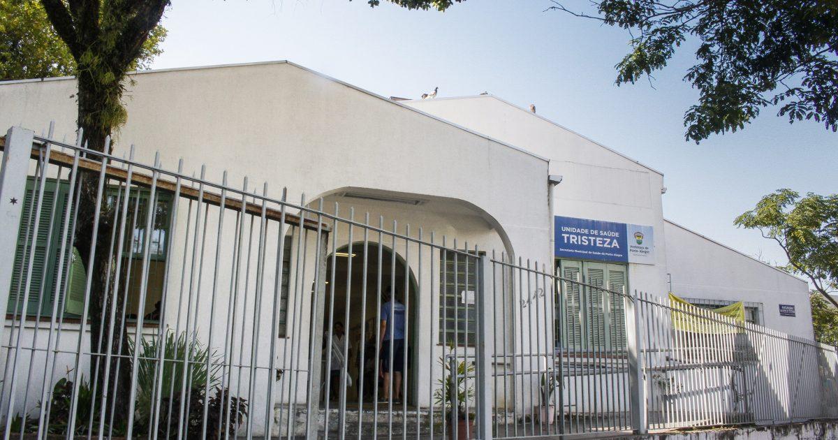 Posto de Saúde da Tristeza fica na Avenida Wenceslau Escobar e atende pelo menos 30 mil pessoas por mês  | Foto: Cristine Rochol/PMPA