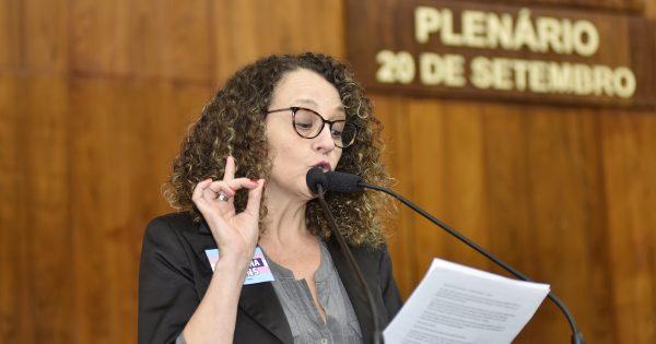 Emenda aprovada de Luciana Genro inclui orientação sexual e democracia nas escolas em projeto que cria política estadual de juventude