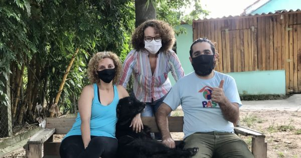 Luciana Genro visita abrigo de protetores com cerca de 170 animais