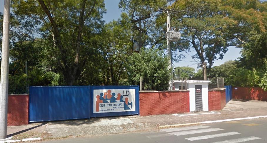 Fachada da escola Dr. Paulo Ribeiro Campos