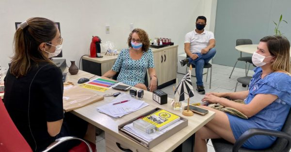 Luciana Genro visita Delegacia de Combate à Intolerância de Porto Alegre