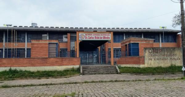 Luciana Genro cobra SEDUC sobre fechamento de turno em CIEP de Santana do Livramento