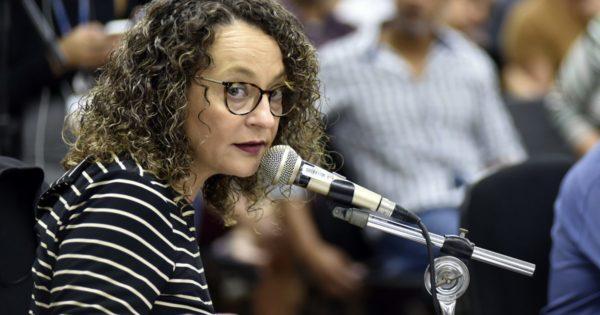 Luciana Genro requer a instalação de processo disciplinar para apurar denúncias contra Ruy Irigaray na Comissão de Ética da Assembleia