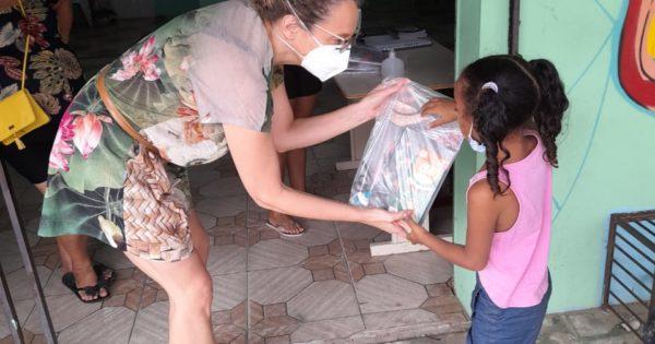 Luciana Genro e Emancipa Restinga promovem doação de materiais escolares