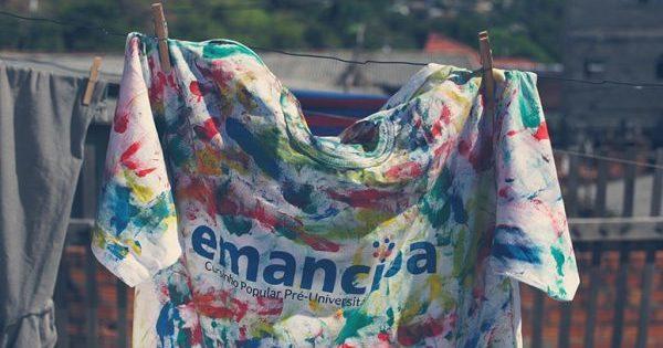 Emancipa promove doação de livros e materiais didáticos em Porto Alegre