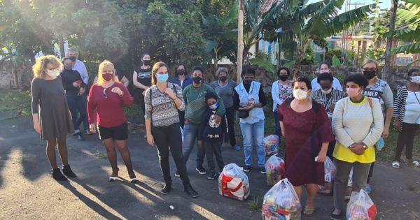 No Dia das Mães, Luciana Genro entrega doações no Rubem Berta