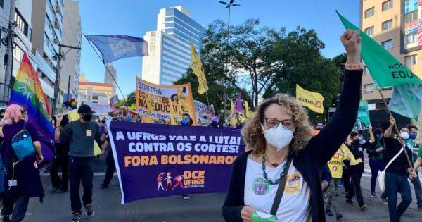 """""""Estamos dando início ao fim do governo Bolsonaro"""", diz Luciana Genro no 29M em Porto Alegre"""