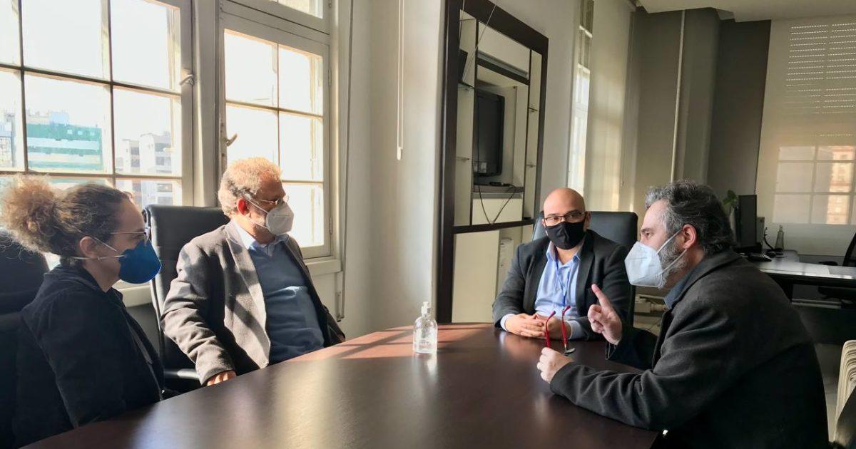 Luciana Genro, o advogado Antônio Castro e Roberto Robaina se reuniram com procurador-geral do município.