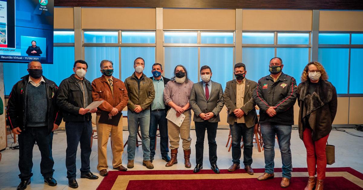 Representantes das associações se reuniram com deputados no Salão Júlio de Castilhos. Foto: Joel Vargas   Agência ALRS