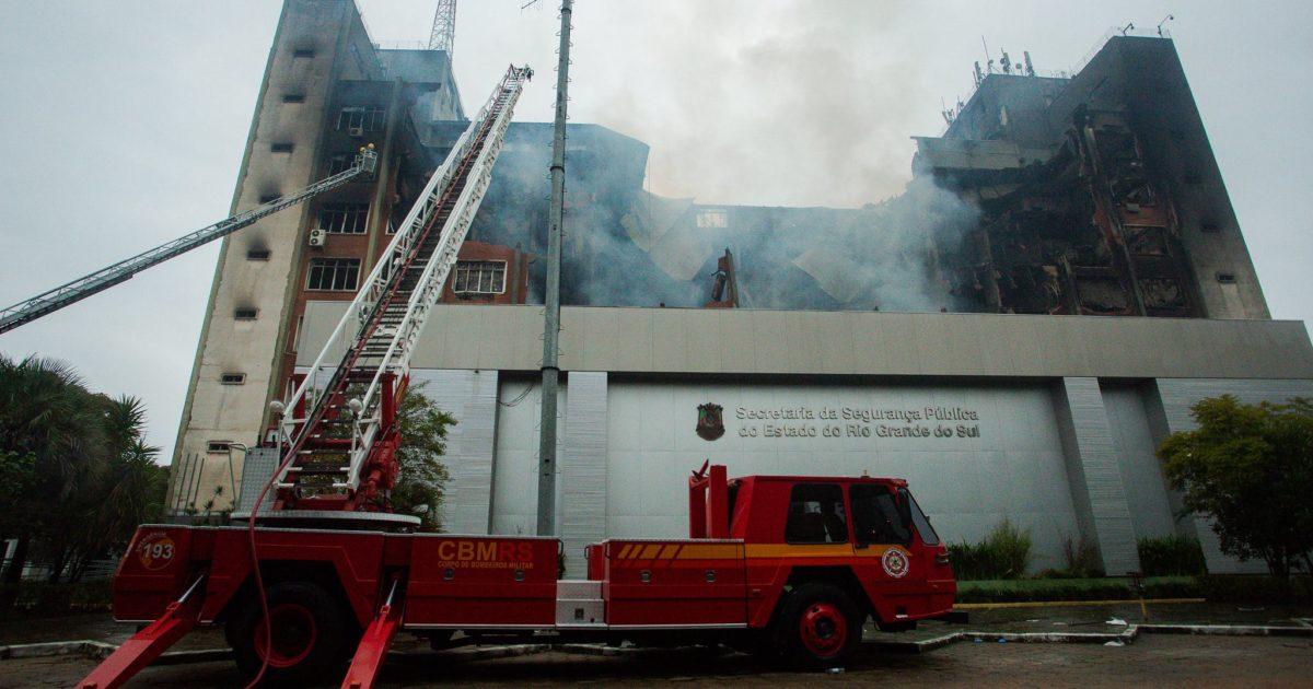 Incêndio destruiu o prédio da SSP e causou a morte de dois bombeiros. | Foto: Felipe Dalla Valle/ Palácio Piratini