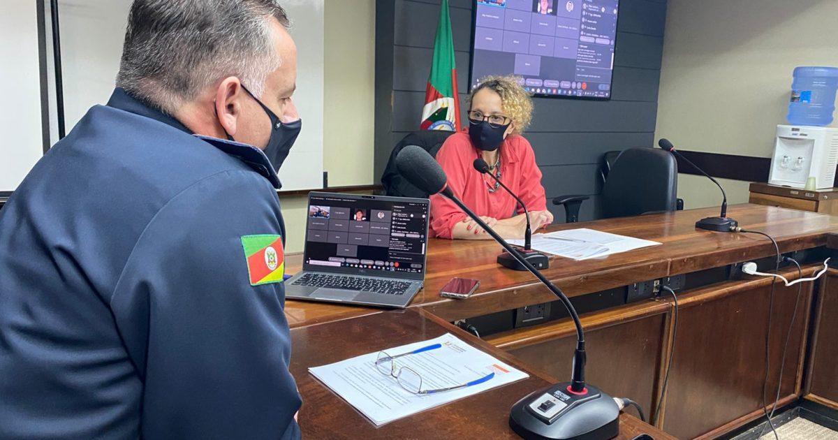 Coronel César Eduardo Bonfanti respondeu às questões da deputada Luciana Genro.