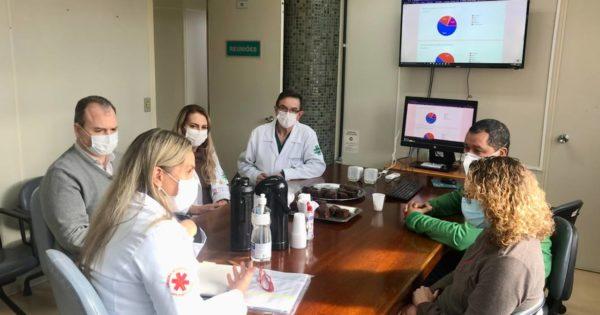 Luciana Genro visita enfermaria do HPS que será reformada com verba de emenda parlamentar