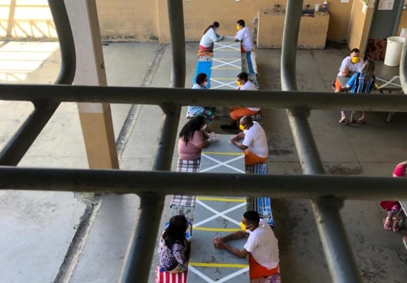 Visitas sociais presenciais estão liberadas, mas sem contato físico | Foto: Divulgação Seapen/Susepe