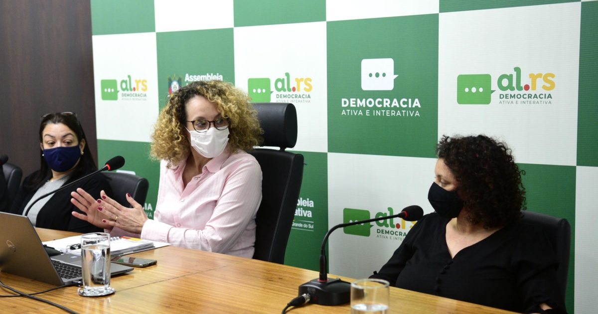 Katia (esquerda) e Alessandra relataram série de erros durante o incêndio. Foto: Celso Luiz Bender   Agência ALRS