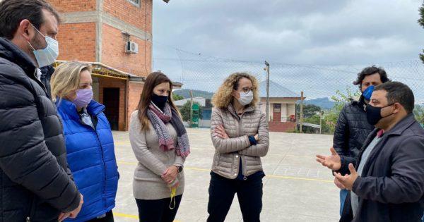 Luciana Genro visita comunidade atingida por temporal em Caxias e solicita auxílio a agricultores