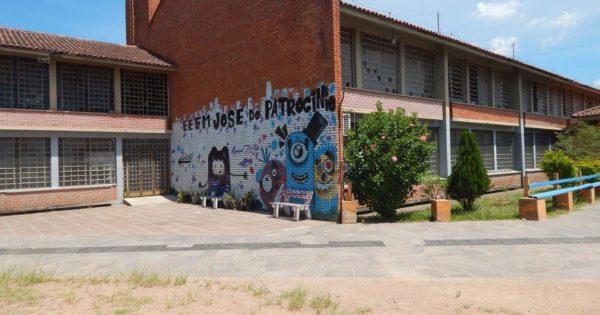 Luciana Genro cobra SEDUC sobre escola da capital que aguarda reparos há mais de uma década