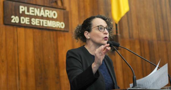 Luciana Genro cobra acompanhamento de Comissão de Direitos Humanos a caso de agentes penitenciários afastados em Passo Fundo