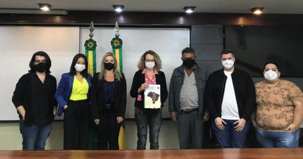 Peritos do Mecanismo de Prevenção e Combate à Tortura levam à Luciana Genro situação de LGBTs em prisões